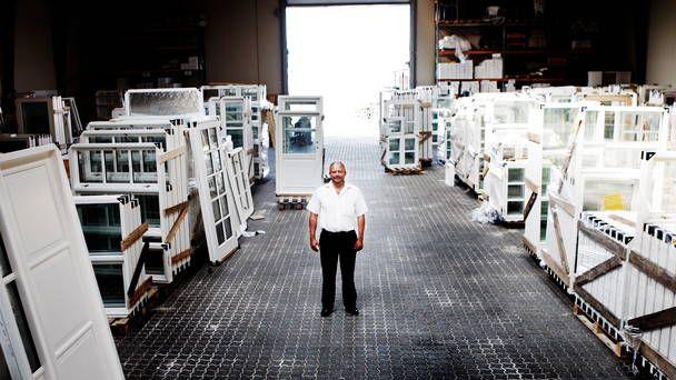 #Benny_Kaslund Er ejer af virksomheden #Bedst_og_Billigst Vinduer og Døre. Det er efterhåndenbleveten ret stor forretning, som godt kunne gå på børsen, men Kaslund har valgt ikke at gøre det, så længe finanskrisen stadig slæber sine spor over den danske økonomi. http://bennykaslund.blogspot.dk/2013/12/det-er-ikke-benny-kaslunds-frste-firma.html