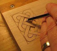 Le charpentier du village: Tailler un noeud celtique – #carving #der #Doorftischle …