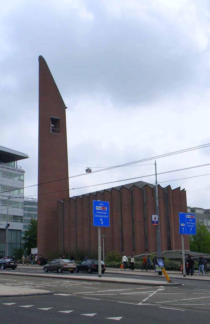 In Bos en Lommer, Amsterdam is het kerkgebouw De Kolenkit ( De Opstandingskerk) uiteraard bekend en ook daarbuiten, maar dan als symbool van de Kolenkitbuurt.