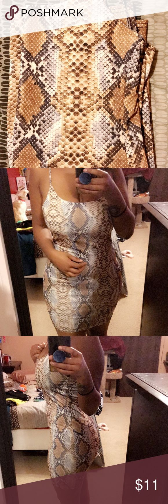 MissGuided Snake Print Dress! MissGuided Snake Print Dress! Size: US 6. Condition: Brand New & Never Worn. Color: Gold & White. Very Cute ❤️ Missguided Dresses Mini
