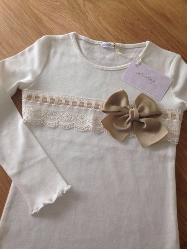 Tshirt with beige ribbon