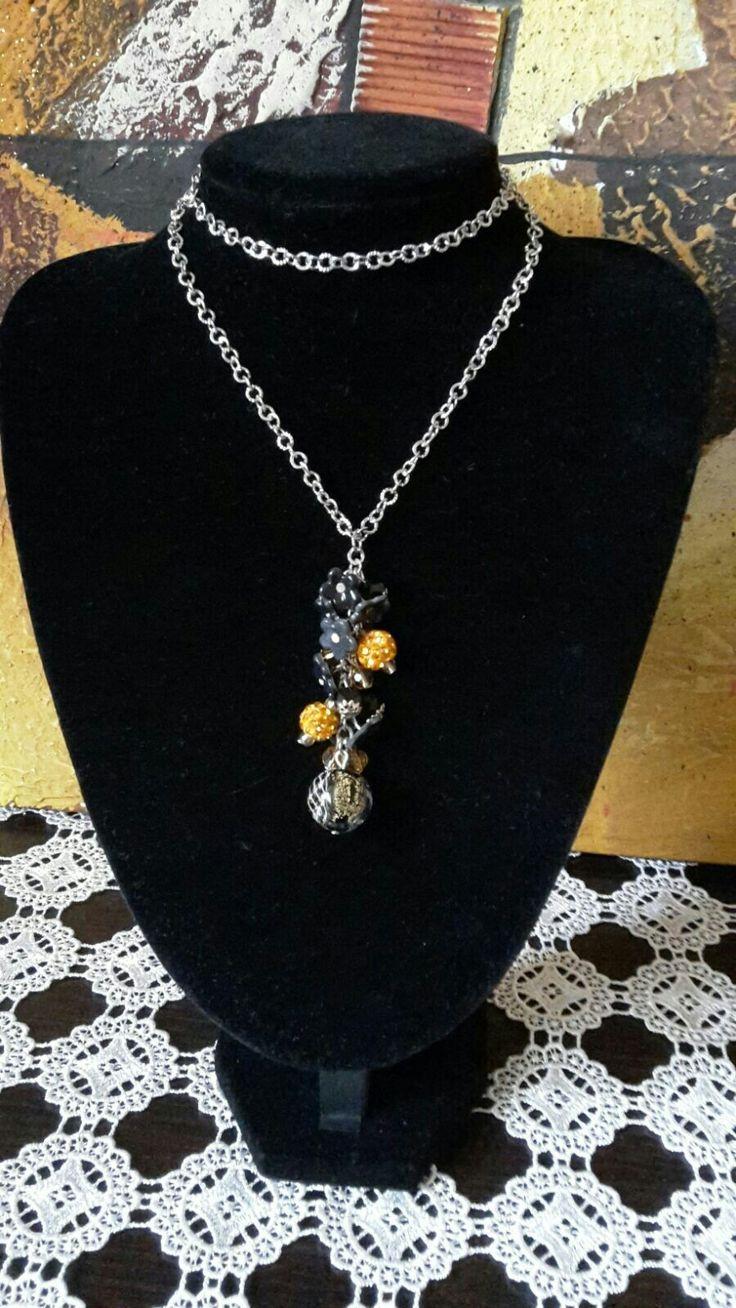 Collana lunga con grappolo nero e oro