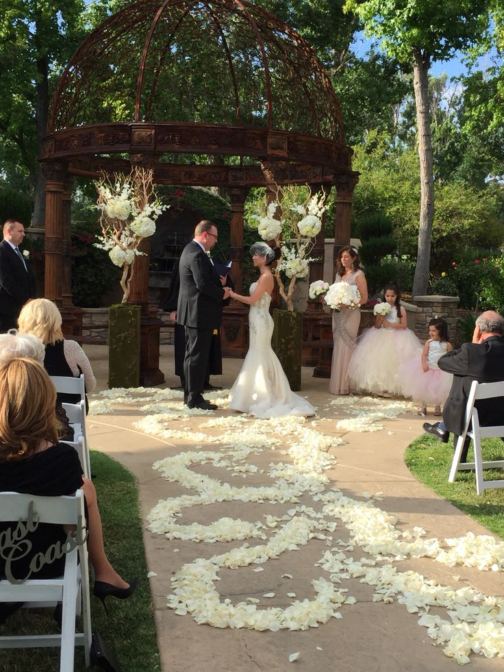Breathtaking Ceremony Designed By Dezign Shop Weddingceremony Repinned Wedding Accessories And Gifts Specialists