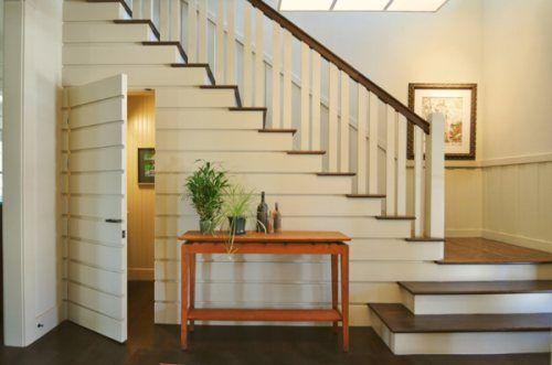 Drzwi pod schodami