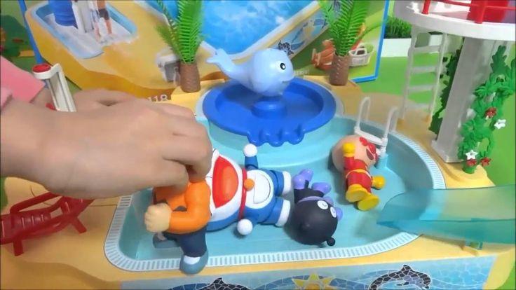 おもちゃ プレイモービルの子供用プールと滑り台&ジャグジーをドラえもんとアンパンマンが持って来たよぉ*Anpanman - TOY KIDS F...