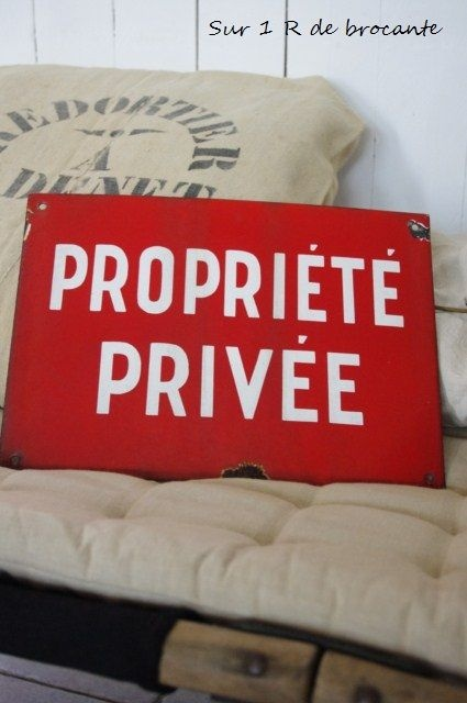 Private property sign...Rropriété Privée