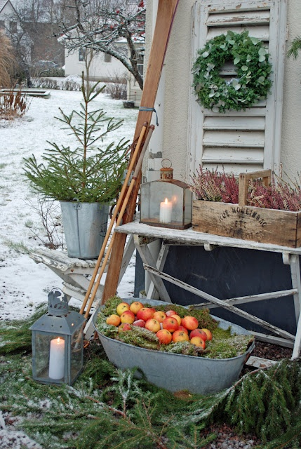 winter deco, I definitely have the apples.
