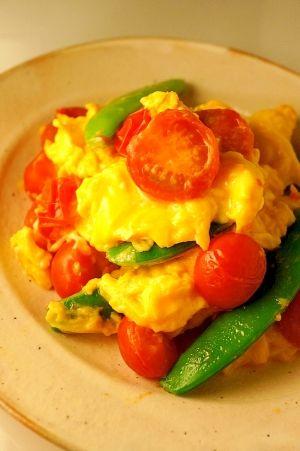 「トマトとスナップエンドウのふわっふわ♪たまご炒め」夫のお気に入りです☆【楽天レシピ】