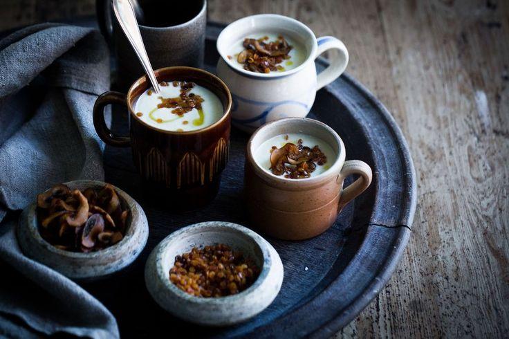 Krämig Blomkålssoppa med Palsternacka, Ugnsrostade Svampchips & Friterade Linser :: Creamy Cauliflower Soup with Parsnip, Oven Roasted Mushroom Chips & Fried Lentils