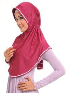 Zaria m Amira    Dengan kerut elastik tepat di bawah cepol, bergo ini nyaman dipakai. Dengan aksen renda mini menjadikannya terlihat lebih trendi    Note : ciput dijual terpisah  http://jilbabmodis.net/elzatta-hijab/zaria-m-amira