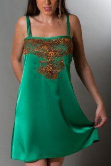 RUSALKA: Exquisito camisón en satén verde esmeralda enriquecido con un original encaje color cobre. Combinación que lo convierte en una refinada prenda.