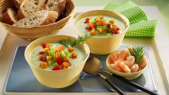 So frisch und so köstlich erfrischend ist unser Rezept für kalte Gurkensuppe. Rote Paprika und Croutinos geben dem Ganzen noch einen knackigen Biss. #LoveAtFirstTaste https://youtu.be/xwx7NnPQ44U http://myflavour.knorr.com/de-DE/profiler