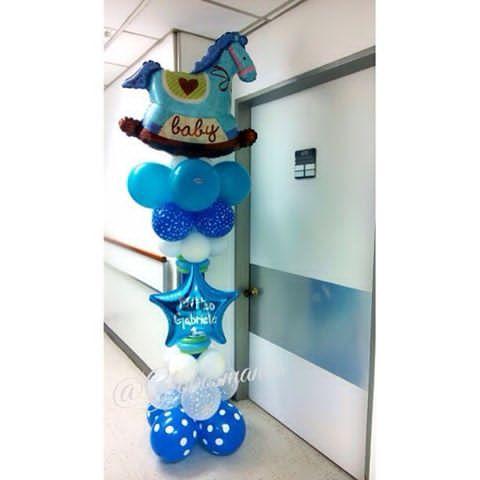Columna decorativa escolta la puerta de la habitación en la espera del 👑 Matteo 🎈💙👶🚙 #bebe #nacimiento #fiestas #fiesta #decoración #globos #arreglos #arreglo #amor #pompones #abanicos #pompon #abanico #love #teamo #cumpleaños #columnadeglobos #columnballoons #aniversario #primeracomunion #boda #15años #decoracionhabitacion #balloons #decoracion #hospitaldeclinicascaracas