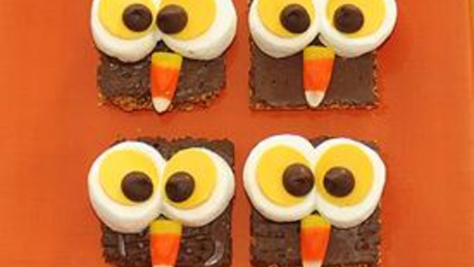 Oh yeah -- they're cute. But they're also so easy it's a hoot to make these treats that are perfect for your fall party!