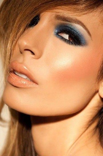 Make up sfumato blu per occhi castani