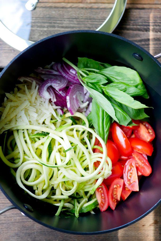 One Pot Zucchininudeln, Low Carb