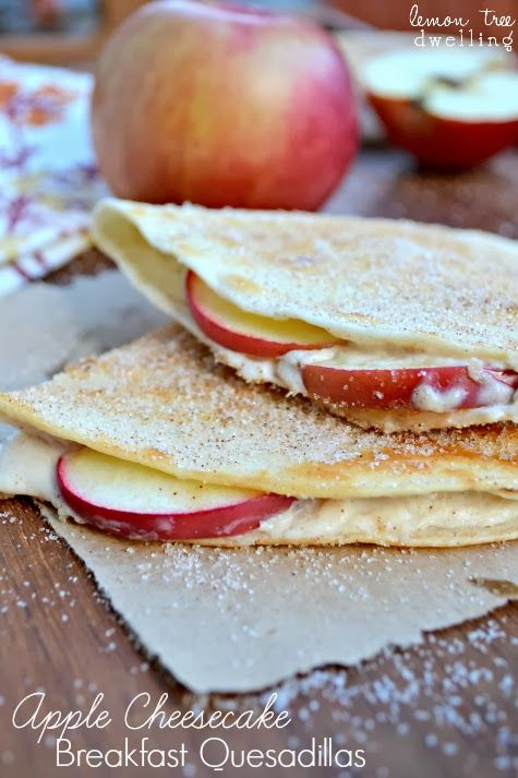 Apple Cheesecake Breakfast Quesadillas - quick, easy, and delicious! #fall #brunch