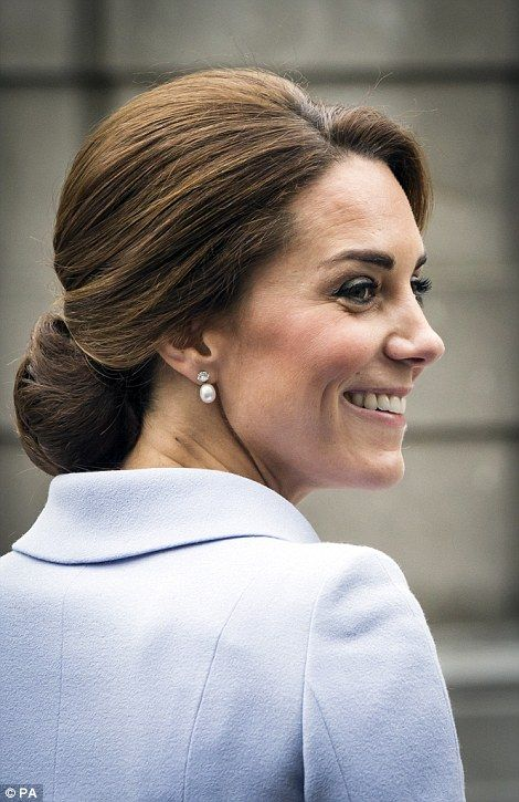 Fittingly, the Duchess chose pearl earrings for today's visit to The Hague...