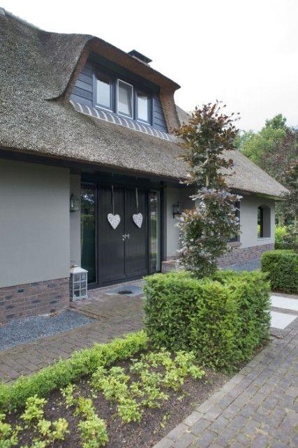 25 beste idee n over grijze buitenkant huizen op pinterest huis buitenkant design - Buitenkant terras design ...
