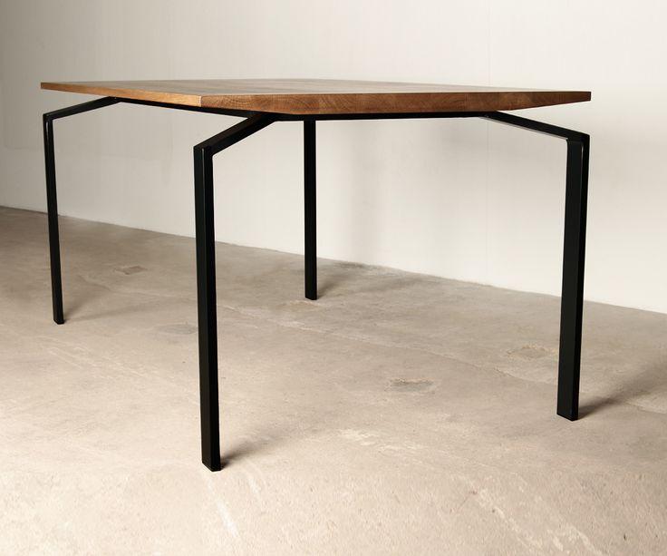 "Table ""Alien"" Moromou"