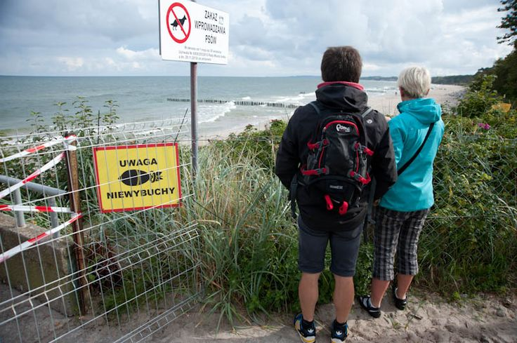 Specjalistyczna firma przeszukuje plażę wschodnią w Ustce. Pracownicy sprawdzają, czy w piasku nie ma niewybuchów. #Ustka24Info