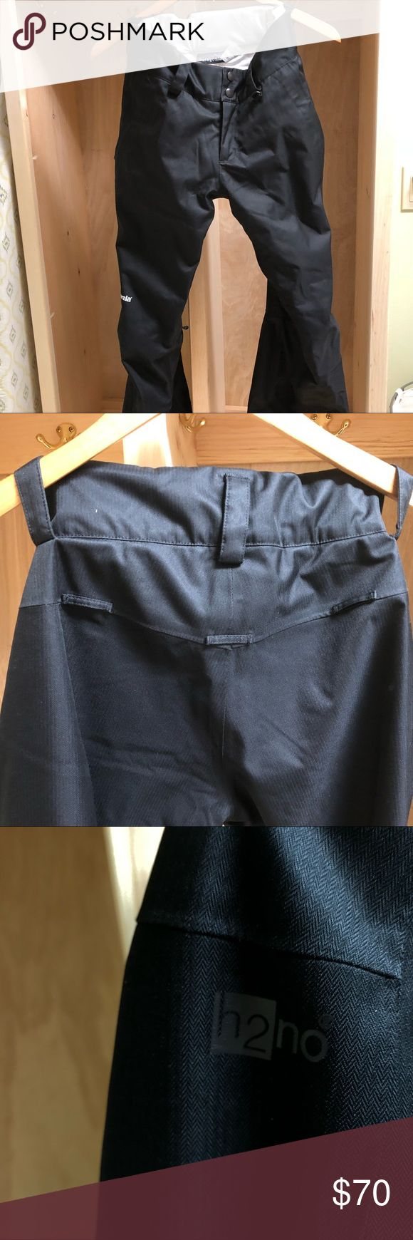 Killer Patagonia ski pants in classic black Incredible Patagonia ski pants designed to allow for movement without adding a ton of bulk. They look new except for the wear along the cuffs. Pockets and super handy inner thigh zippers for venting on warmer days on the mountain! Patagonia Pants