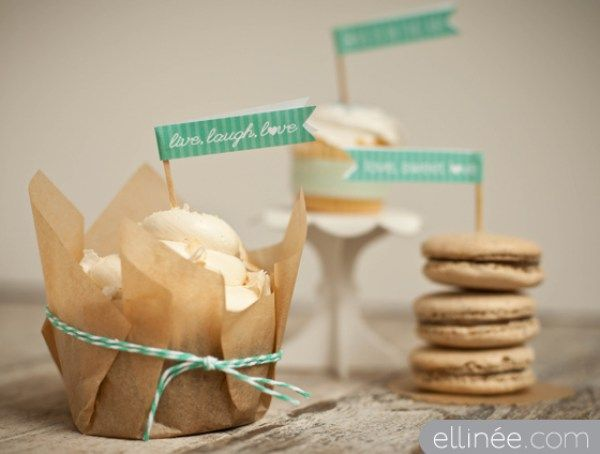 Cupcake flags free printable from @offbeatbride