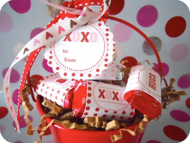 XOXO Valentine Candy Wrappers {free prints}!