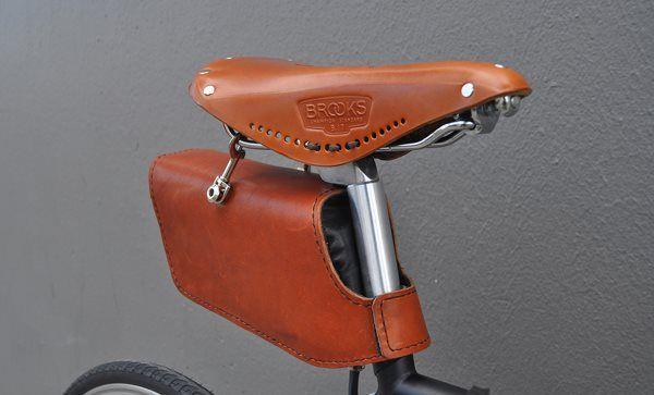 The sleeper bike, bolso de cuero donde podrás cargar tus gadgets cuando vas rodando.
