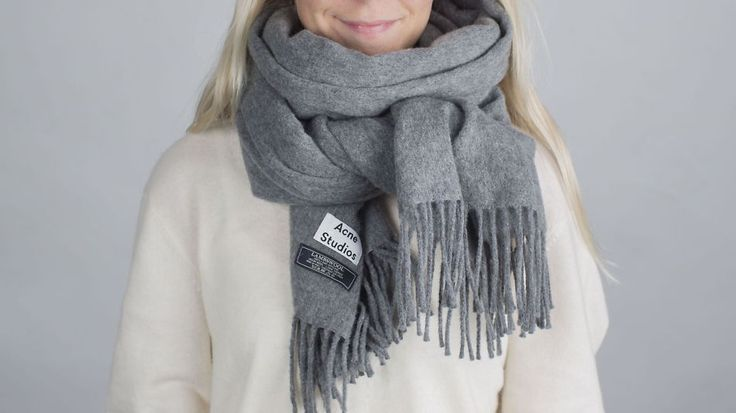 ALLEMANNSEIE: Skjerfet fra Acne i modellen «Canada» blir utsolgt fra butikkene allerede i sommermånedene. Foto: Espen Rasmussen / VG