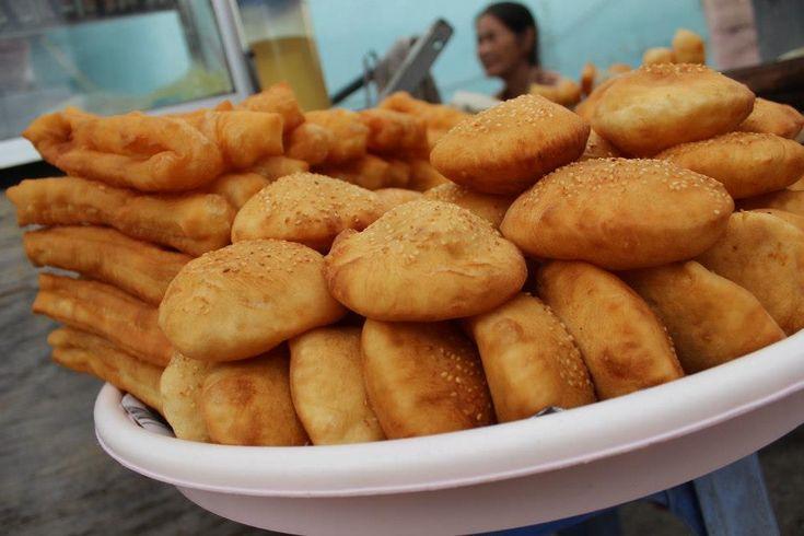 Bánh tiêu & bánh dầu chéo quẩy (Vietnamese hollow doughnuts)