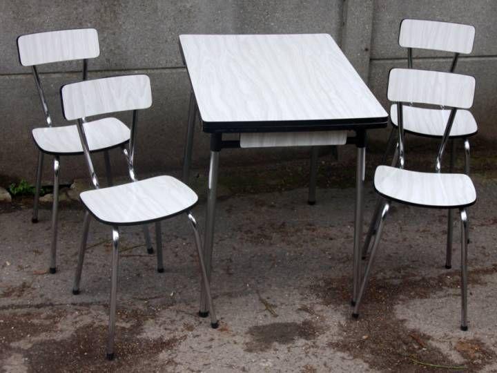 table formica petit format blanche et grise 4 chaises ann es 70 un ensemble en tr s bon tat. Black Bedroom Furniture Sets. Home Design Ideas