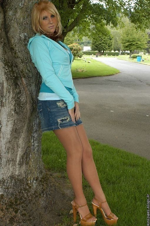 Tennis shoes suntan pantyhose jeans