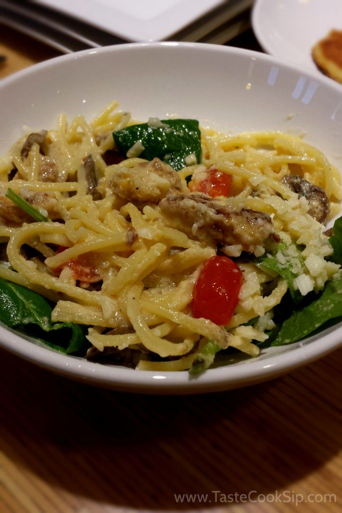 "Noodles & Company, Alfredo MontAmore® ""Our famous spaghetti noodles tossed with a decadent four-cheese blend, roasted mushrooms, grape tomatoes, spinach and Parm"""