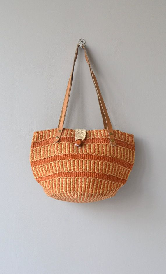 Great vintage sisal tote/shoulder bag with long leather straps and woven cotton and wooden button clasp. ➸ More vintage bags
