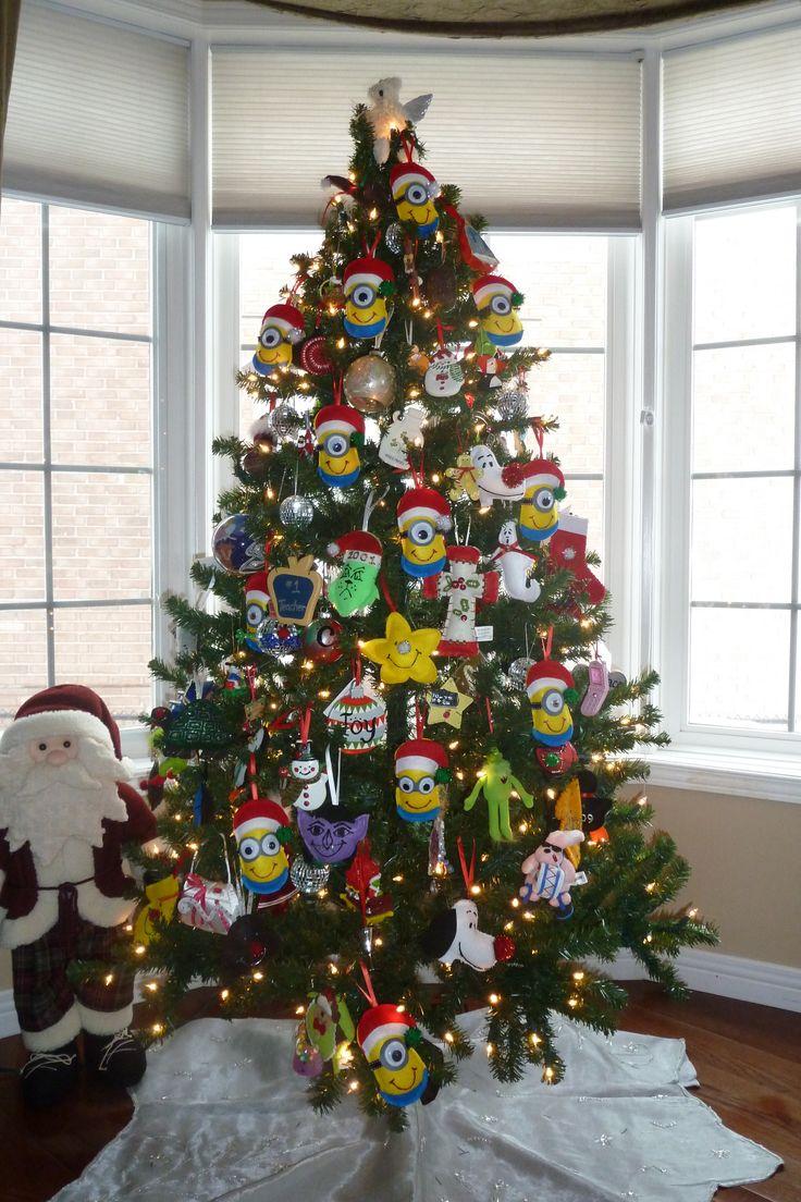 minion decorated christmas tree christmas trees pinterest