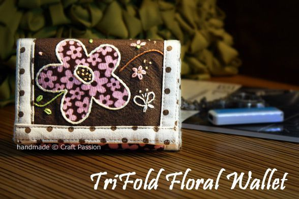 TriFold Floral Wallet {Tutorial & Pattern}              July 3, 2010