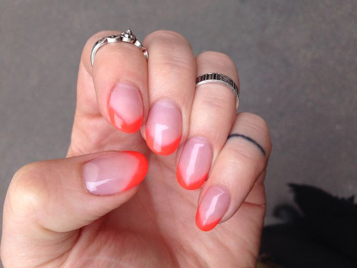 Orange frensch manicure