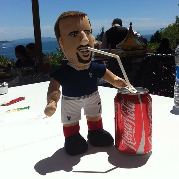 Forfait pour la Coupe du Monde, #Ribery est parti se ressourcer à Istanbul.  #Worldcup #equipedefrance #CoupeDuMonde - @poupluche_fans - 29 juin 2014