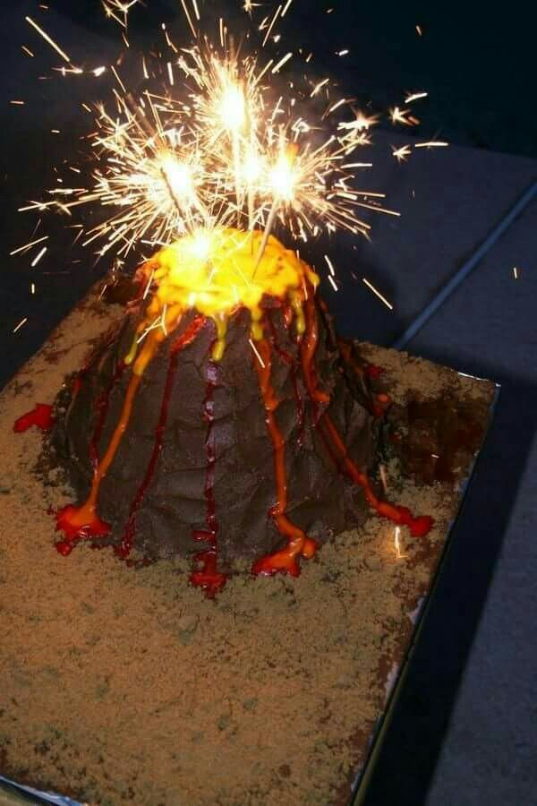 Looks like an erupting volcano cake, coo!
