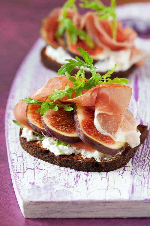 Whole wheat bread, prosciutto, figs, cottage cheese, aragula, olive oil. Yes please