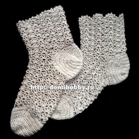 Вязание ажурных носков крючком ... Wonderful crochet socks - you should use translation, with patterns!