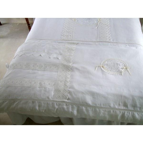 8 best edredon bout de lit couette images on pinterest house decorations comforters and. Black Bedroom Furniture Sets. Home Design Ideas