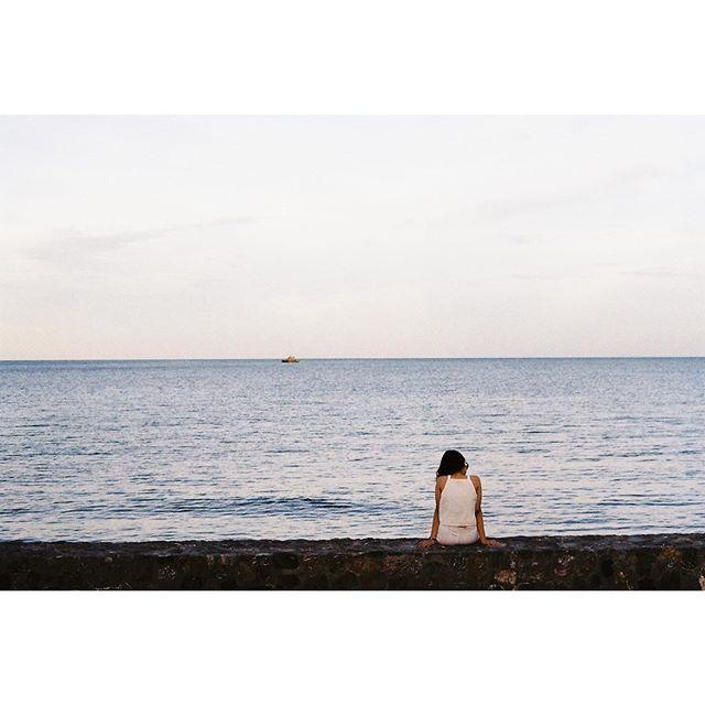 【pmdavisa】さんのInstagramをピンしています。 《เทอ. 🌈🌈 #sky #beach #pmandsky #film #filmphotography #analog #35mm #フィルムカメラ #フィルム写真 #海 #kodakcolorplus200》