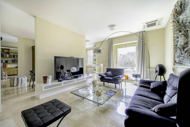 Ristrutturazione di un'abitazione privata, 2011-2012. : Soggiorno moderno di Officina29_ARCHITETTI