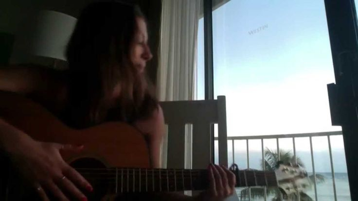 Lizzie Marvelly - Happy Little Pill (Troye Sivan) - Acoustic Cover.