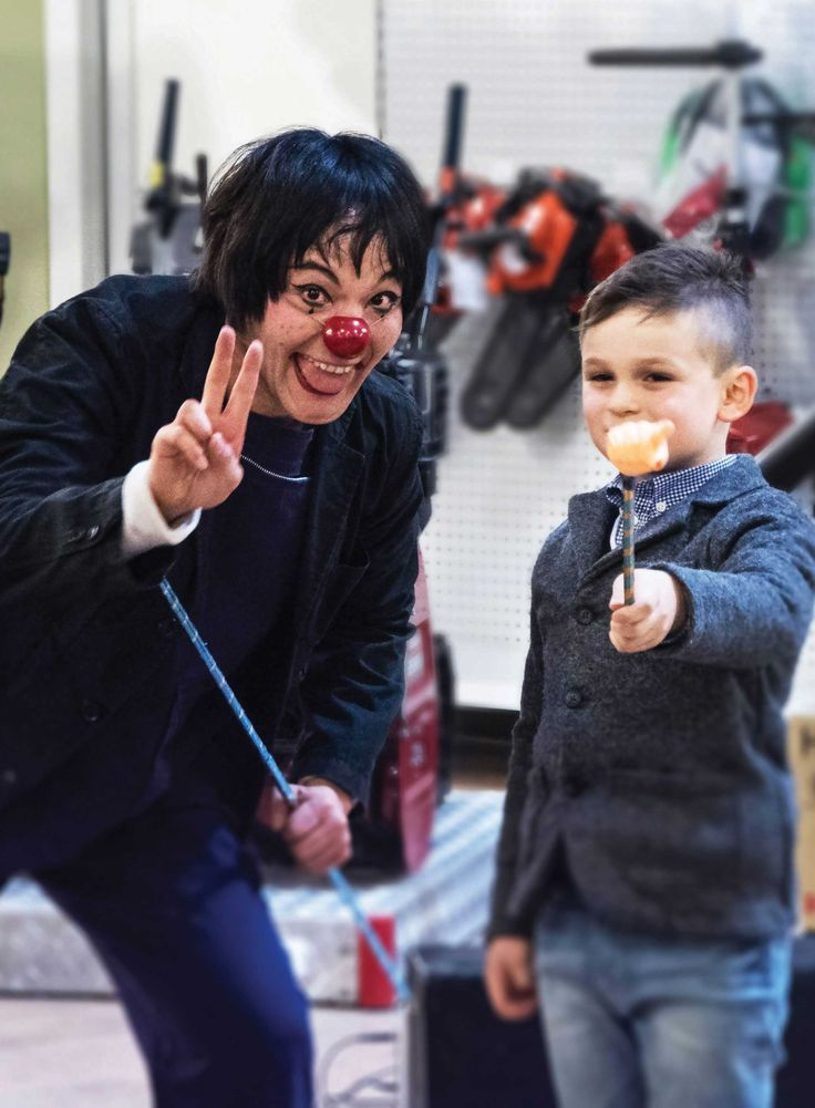 The Japanese mime Shinya and his little assistant. #agricolabloomingparty