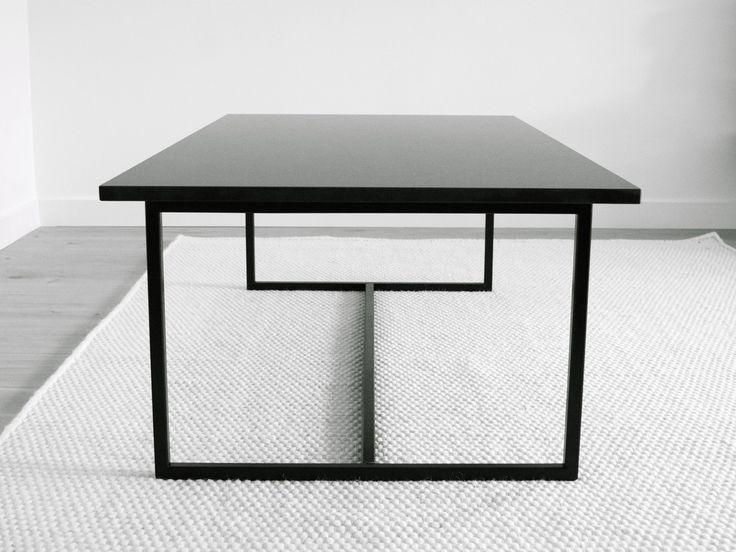 Soffbord svart granit från sidan