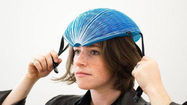 Isis Shiffer, El increíble casco de bicicleta hecho con papel que ganó el premio Dyson a la innovación