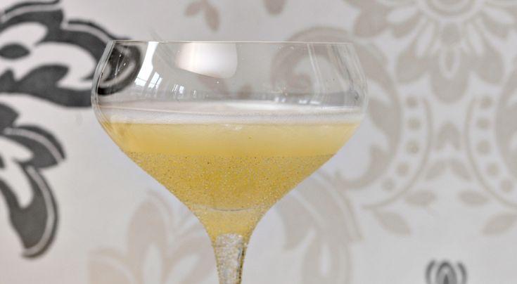 Recept på drinken Ginger Sparkle – en drink med sting! Ingefäran känns pepprig och fräsch genom vinet.